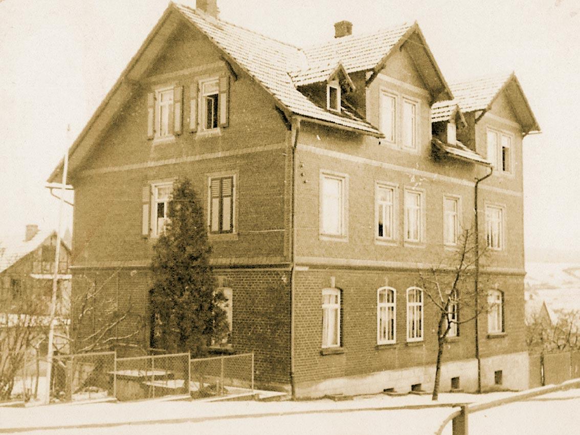 Hisorisches Foto eines Hauses im Stil der Region des Thüringer Schiefergebirges